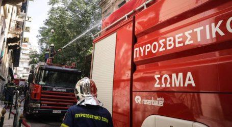 Πυρκαγιά σε εγκαταλελειμμένο κτήριο στο κέντρο της Αθήνας