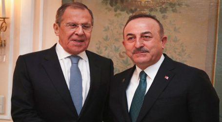 Να σταματήσουν οι επιθέσεις στο Ιντλίμπ, ζήτησε ο Τσαβούσογλου από τον Λαβρόφ
