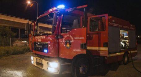 Υπό μερικό έλεγχο η φωτιά σε ισόγειο διαμέρισμα στη Θεσσαλονίκη