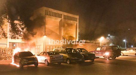 Πυρπόλησαν αυτοκίνητα του υπουργείου Πολιτισμού στο πάρκινγκ του Βυζαντινού Μουσείου
