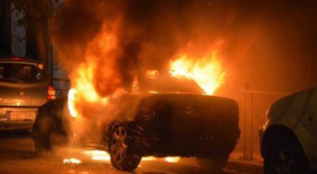 Αυτοκίνητο έγινε παρανάλωμα του πυρός στον Πειραιά