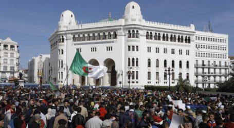 Στους δρόμους χιλιάδες διαδηλωτές στην Αλγερία