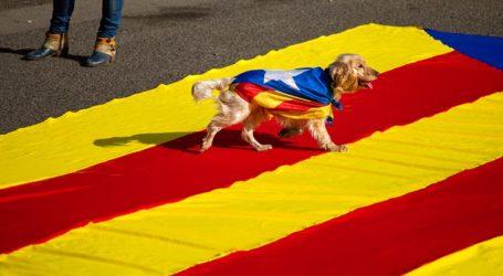 Δεκάδες χιλιάδες άνθρωποι σε συγκέντρωση για τον εξόριστο Καταλανό ηγέτη Κάρλες Πουτζδεμόν