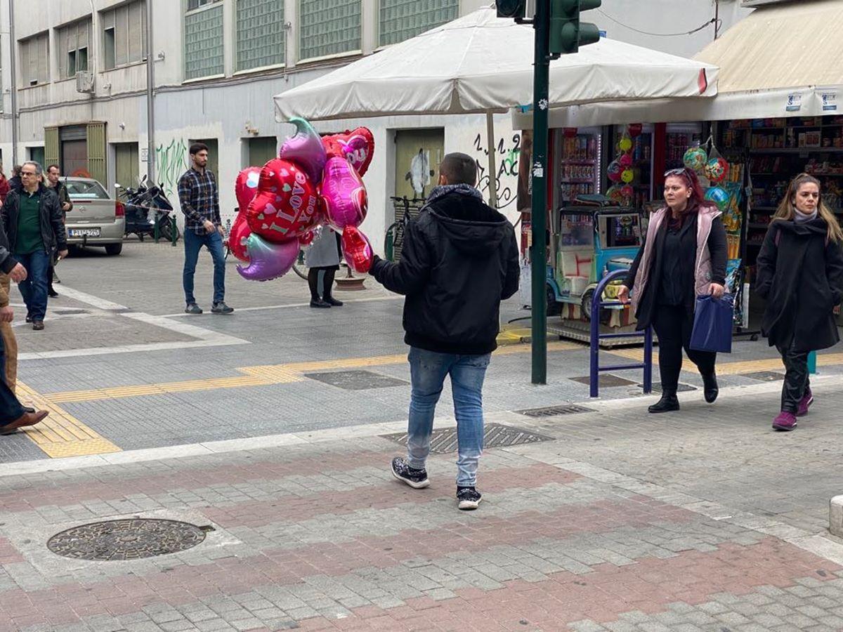 Αποπνέει αγάπη η Λάρισα! Στα κόκκινα όλο το κέντρο της πόλης λόγω Αγίου Βαλεντίνου (φωτο)