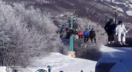 «Βουλιάζει» από κόσμο το Χιονοδρομικό κέντρο Πηλίου [εικόνες]
