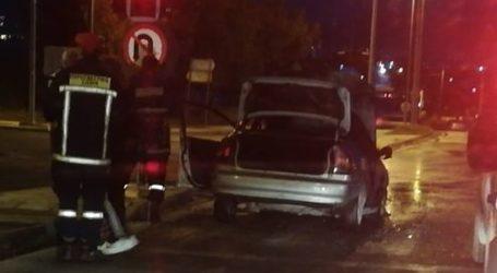 ΤΩΡΑ: Φωτιά σε αυτοκίνητο στον Περιφερειακό δρόμο του Βόλου [εικόνες]