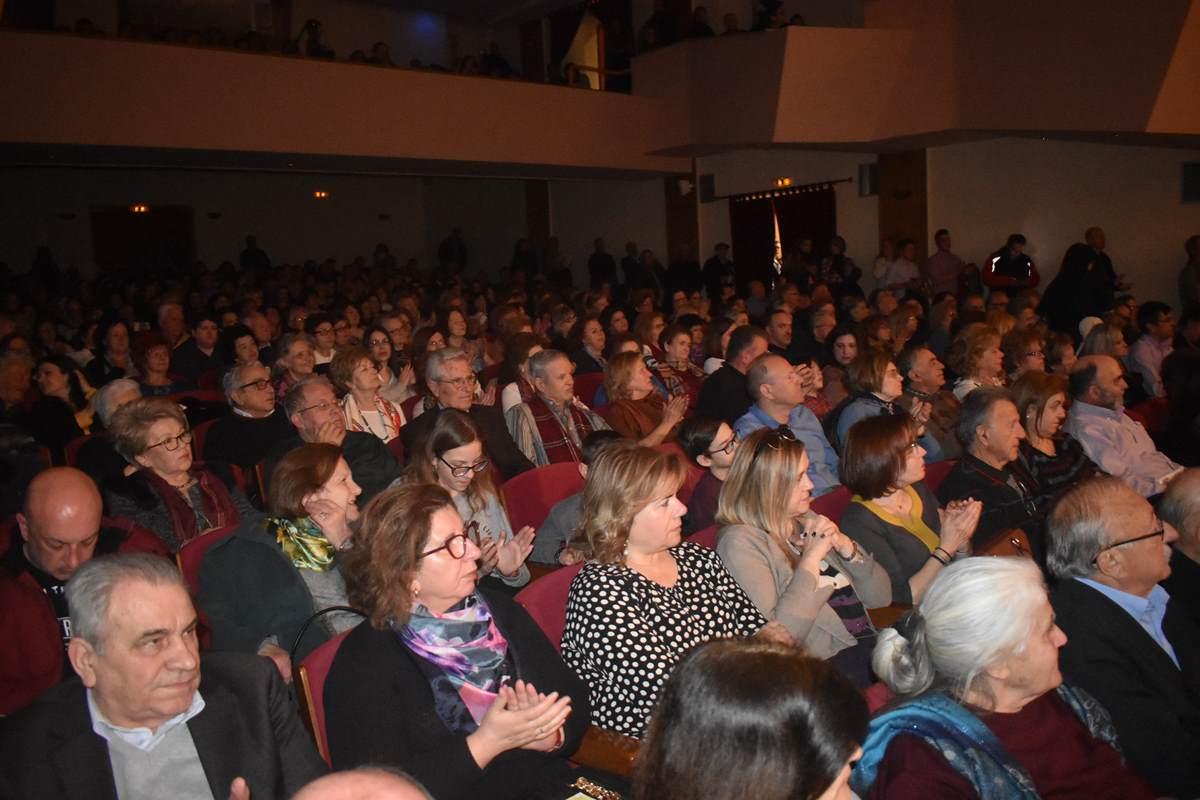 «Καλαρρύτες: Στιγμές Ζωής» - Πλήθος κόσμου στην παράσταση για τα 40 χρόνια του Πανθεσσαλικού Συλλόγου Καλαρρυτινών (φωτο - βίντεο)