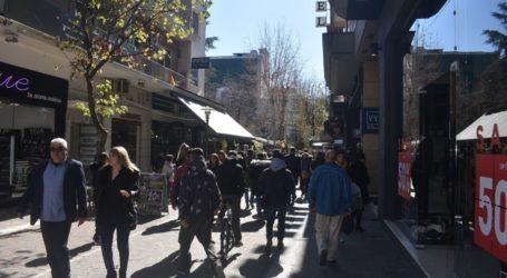 Πλήθος κόσμου με σύμμαχο τον καλό καιρό στο κέντρο της Λάρισας (φωτο)
