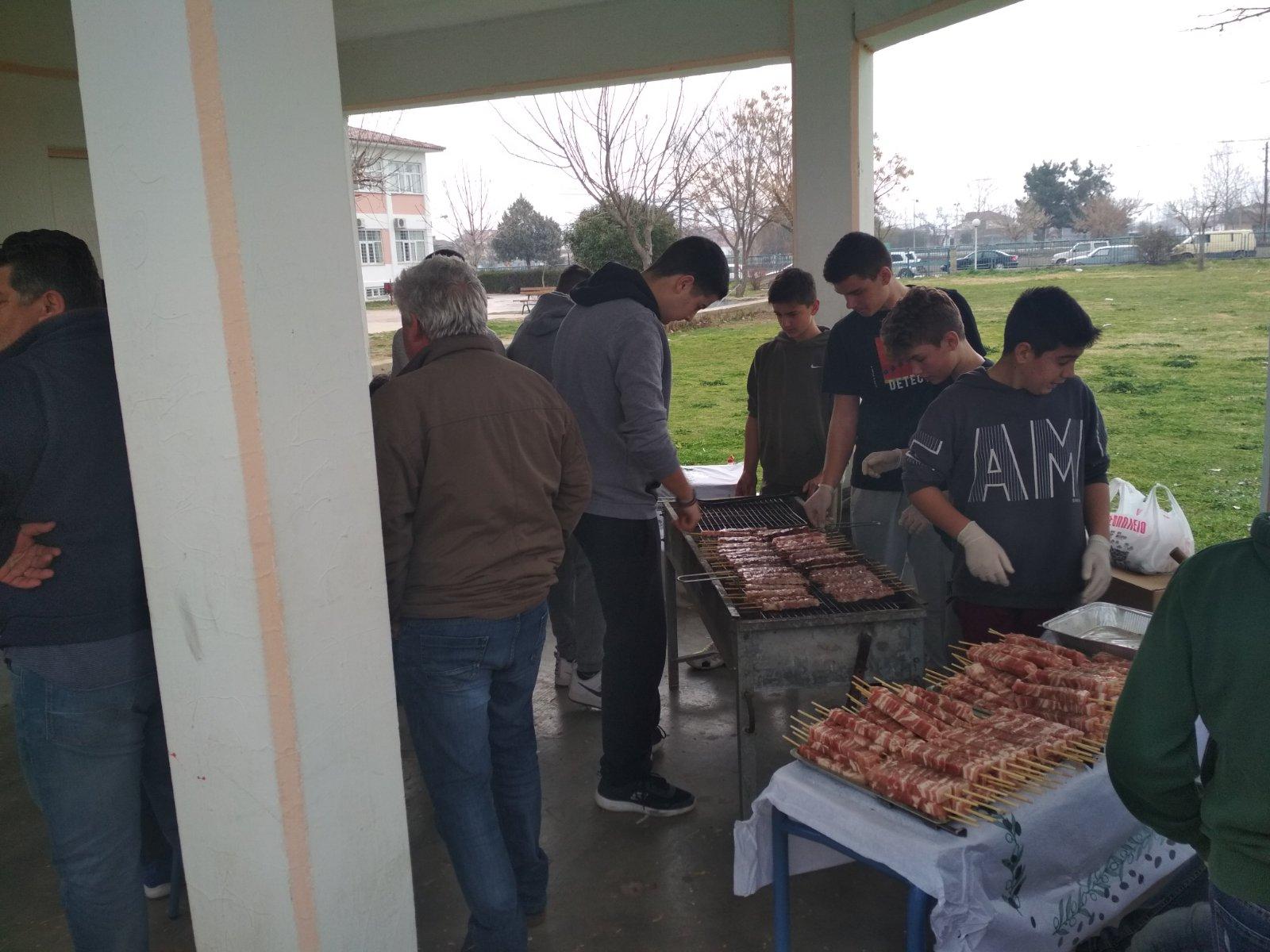 Το Γυμνάσιο Αμπελώνα ευχαριστεί για την προσφορά κρεάτων στην εκδήλωση της Τσικνοπέμπτης