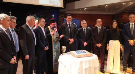 Κατάμεστη η αίθουσα στην κοπή πίτας της ΝΟΔΕ Λάρισας με επίσημο προσκεκλημένο τον Β. Κικίλια (φωτο)
