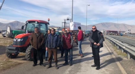 Με λεωφορεία απ' όλο το νομό Λάρισας αγρότες διαμαρτυρόμενοι σήμερα στην AGROTICA