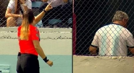 Γυναίκα διαιτητής διέκοψε το παιχνίδι και έστειλε εκτός γηπέδου οπαδό που την έβριζε (vid)