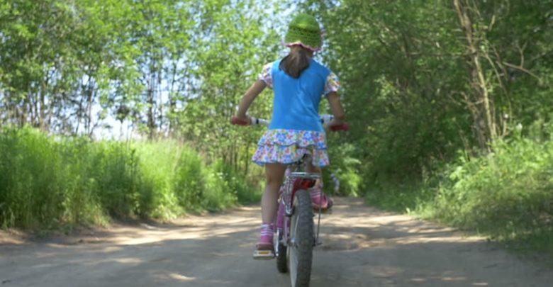 girl bike koritsi1 780x405