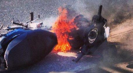 Πήρε φωτιά εν κινήσει μηχανάκι στη Λάρισα