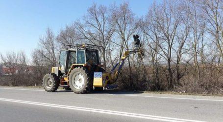 Εργασίες καθαρισμού και κοπής χόρτων στο οδικό δίκτυο της Περιφερειακής Ενότητας Λάρισας από την Περιφέρεια Θεσσαλίας