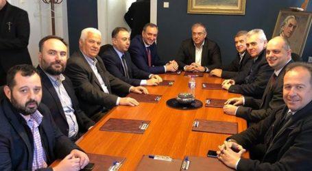 10 εκ. ευρώ έργα εξασφάλισε ο δήμος Τυρνάβου – Συνάντηση Θεοδωρικάκου – Κόκουρα
