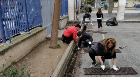 Βόλος: Πήραν το σχολείο στα χέρια τους – Γονείς καθάρισαν και επισκεύασαν το 4ο Δημοτικό