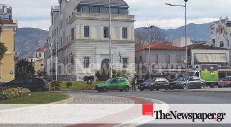 Βόλος: Τροχαίο ατύχημα στον κυκλικό κόμβο του δημαρχείου [εικόνα]
