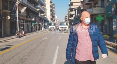 Απολύμανση στους δρόμους του Βόλου – Παρών ο Αχιλλέας Μπέος [εικόνες και βίντεο]