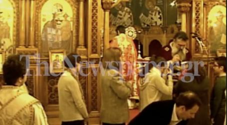 Στην «ουρά» για να μεταλάβουν οι Βολιώτες σήμερα το πρωί στις εκκλησίες [εικόνες]