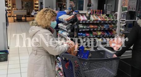 Με μάσκες οι Βολιώτες στα σούπερ μάρκετ – Τέλος ξανά τα γάντια και τα αντισηπτικά [εικόνες]