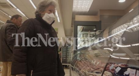 Βόλος: Σε απόσταση ασφαλείας και με μάσκες οι Βολιώτες στα σούπερ μάρκετ [εικόνες]