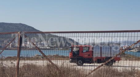 Βόλος: Βάρκα τυλίχθηκε στις φλόγες στα Πευκάκια [εικόνες]