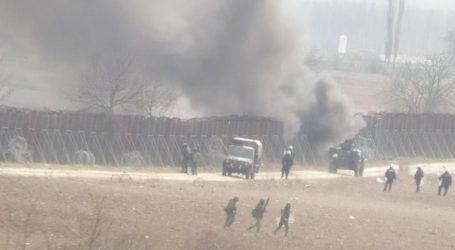 Τούρκοι αστυνομικοί ρίχνουν χημικά στον Έβρο