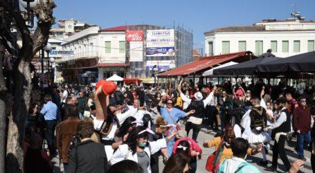 Άναψε το γλέντι στον Τύρναβο – Χοροί και τραγούδια στο πατροπαράδοτο Μπουρανί (φωτο – βίντεο)