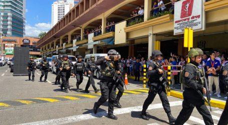 Ένοπλος κρατά περίπου 30 ομήρους σε εμπορικό κέντρο