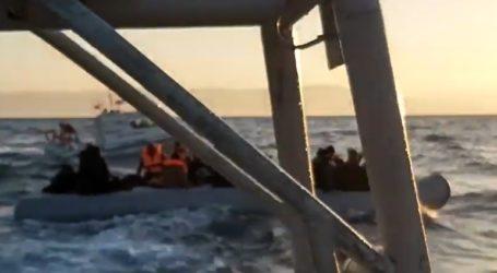 ντοκουμέντο: Τουρκική ακταιωρός συνοδεύει λέμβο με πρόσφυγες στο Αιγαίο