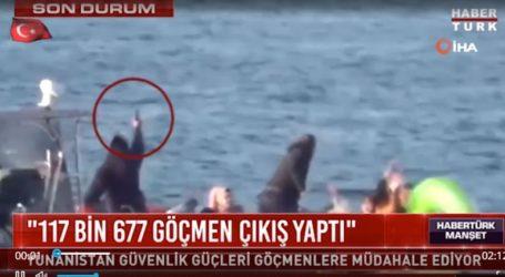 Έλληνες λιμενικοί εμποδίζουν βίαια φουσκωτό με μετανάστες να πλησιάσει τις ακτές