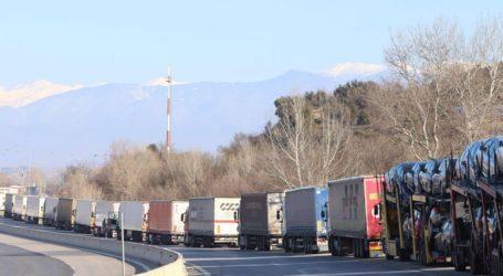Ουρές χιλιομέτρων στον Προμαχώνα από τους ελέγχους των βουλγαρικών αρχών λόγω του κορωνοϊού