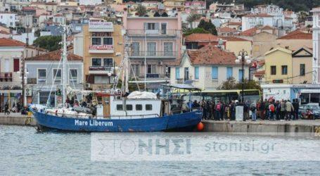 Κάτοικοι δεν επέτρεψαν στο πλοίο «Mare Liberum» να δέσει στο λιμάνι