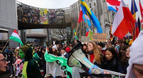 Χιλιάδες νέοι διαδήλωσαν για το κλίμα στους δρόμους των Βρυξελλών