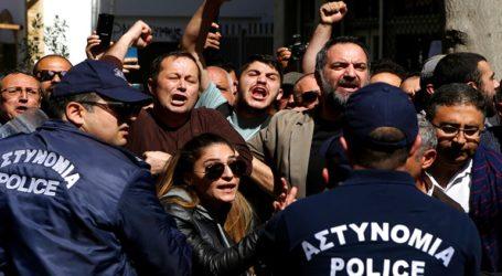 Κύπρος Τέσσερις αστυνομικούς τραυμάτισαν Τουρκοκύπριοι διαδηλωτές στη Λήδρα