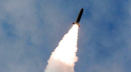 Η Βόρεια Κορέα εκτόξευσε τρεις πυραύλους αγνώστου τύπου στην Ανατολική Θάλασσα