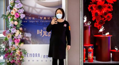 Δωρεά ιατρικών υλικών προς τις γυναίκες του νοσηλευτικού προσωπικού που μάχονται κατά του κορωνοϊού