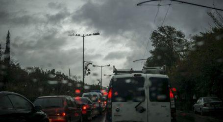 Διακοπές κυκλοφορίας στη Ραφήνα λόγω βροχής