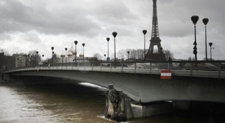 Δέντρα και παγκάκια παρασύρθηκαν από τα νερά του πλημμυρισμένου Σηκουάνα