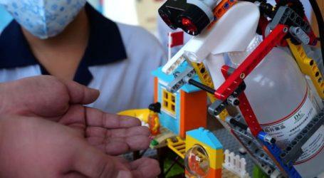 Μαθητές δημοτικού κατασκεύασαν αυτόματο δοχείο για αντισηπτικό από Lego