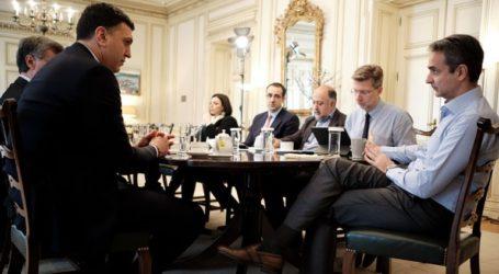 Καθημερινές συναντήσεις του πρωθυπουργού με την ηγεσία του υπουργείου Υγείας για τον κορωνοϊό