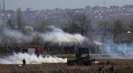 Νέα επεισόδια στον Έβρο – Μετανάστες πετούν δακρυγόνα προς την Ελλάδα