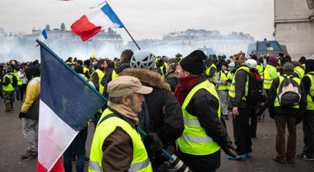 """Αψηφώντας τις απαγορεύσεις διαδήλωσαν εκατοντάδες """"Κίτρινα Γιλέκα"""""""