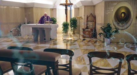 Πρωτοφανές: Χωρίς πιστούς το Βατικανό