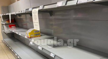 Αδειάζουν τα ράφια των σούπερ μάρκετ και στη Γερμανία