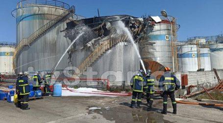 Περιορίζεται η πυρκαγιά στο εργοστάσιο χημικών στην Αυλίδα Ευβοίας