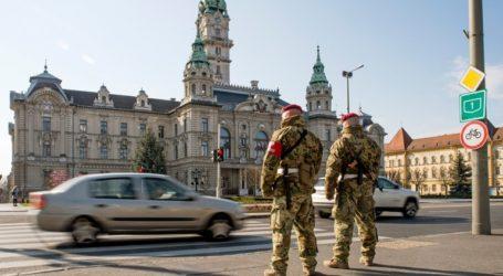 Οι Ούγγροι κάνουν ουρές για να αγοράσουν όπλα καθώς φοβούνται κοινωνική αναταραχή λόγω του κορωνοϊού