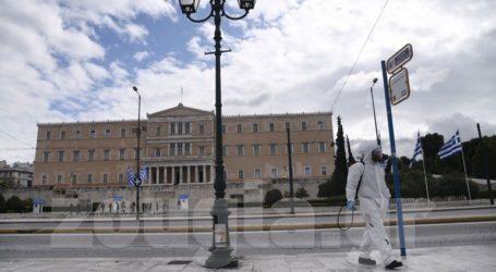 Εικόνες από την απολύμανση κεντρικών σημείων των Αθηνών