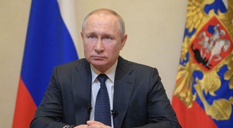 «Το ασφαλέστερο αυτή τη στιγμή είναι να είστε στο σπίτι σας» είπε στους Ρώσους ο πρόεδρος Πούτιν